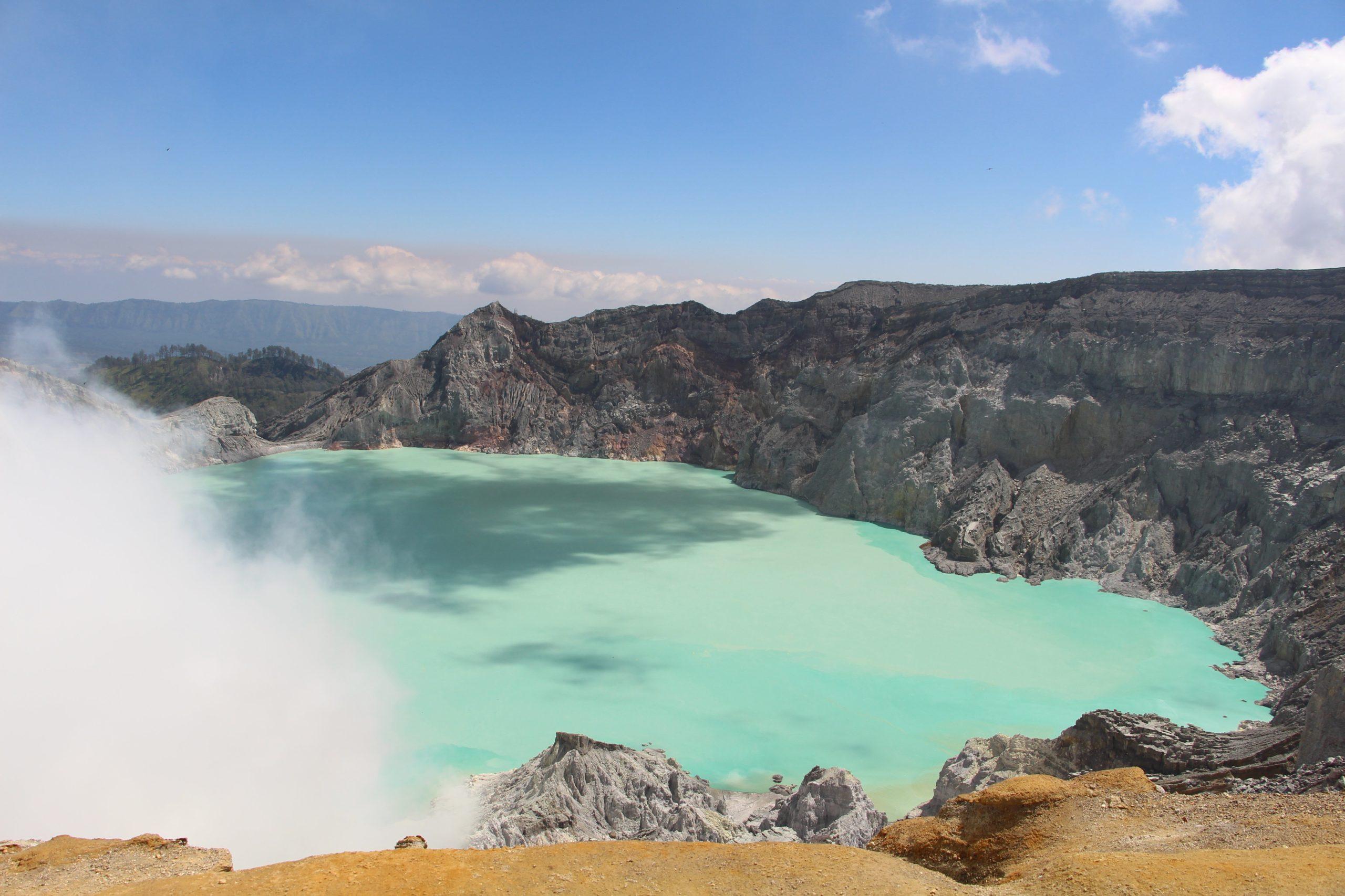 blue water in volcano