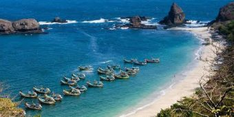 motorcycle tour beach indonesia