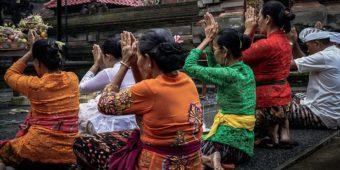 prayer indonesia bali
