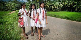 sri lanka schoolgirl road