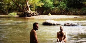 sri lanka bathing river