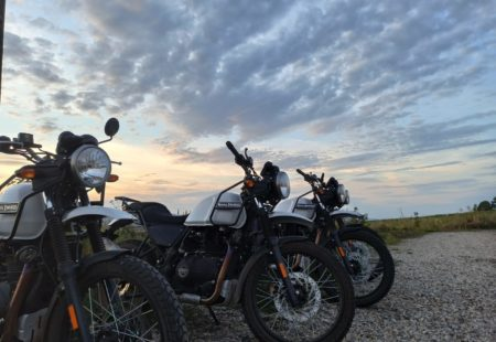 <h3> A ROYAL ENFIELD HIMALAYAN JUST FOR YOU </h3>  An efficient, versatile motorcycle that's easy to tame! Its 21-inch wheels make it perfect for getting to grips with off-roading. You'll appreciate the smoothness of its engine and how discretely it vibrates, no matter the speed. Thanks to its low centre of gravity, riders quickly grasp handling the Himalayan and adopt a natural riding position, whether seated or standing. Its comfortable saddle and supple suspension make long riding days a pleasure. It really is the best motorcycle for riders who want to experience simplicity and adventure without having to scrimp on comfort.